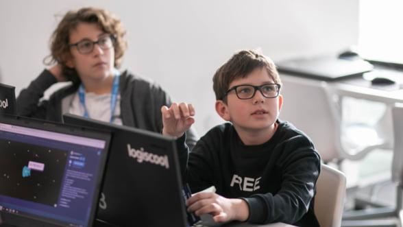 """Alfabetizarea digitala a copiilor din Romania, un business """"la cheie"""" profitabil venit din Europa"""