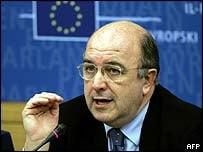 Almunia sustine ideea unui imprumut comun pentru statele europene lovite de criza