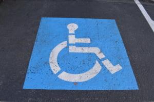 """Amenda de 1.000 de lei aplicata unui roman care a parcat pe locul pentru persoane cu handicap, considerata """"excesiva"""""""