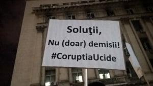 Amenzi uriase pentru ca a protestat fata de scandalul din Sanatate: 26 de ani de bezna a mintii. Ne trezim? Romania?