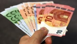 Analistii CFA estimeaza ca euro va trece de 4,89 lei, iar inflatia va fi peste 4%