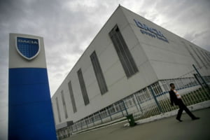 Angaja?ii Dacia vor relua lucrul pe 12 ianuarie, dup? o lun? de ?omaj tehnic