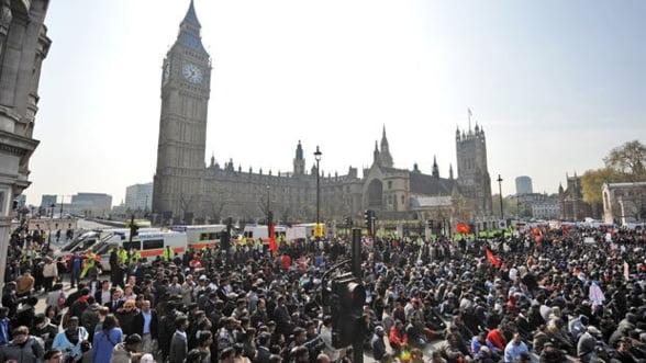 Angajatii britanici din sectorul public intra miercuri in greva