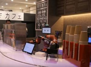 Angajatii unei cafenele din Tokyo au fost inlocuiti de un robot care face singur cafeaua si o serveste