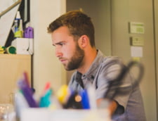 Angajatorii folosesc criza pentru a scadea salariile. In ce domenii se afla angajatii ghinionisti
