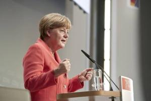 Angela Merkel, huiduita de manifestanti la sosirea la un centru de refugiati