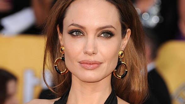 Angelina Jolie a donat 50.000 de dolari victimelor inundatiilor din Balcani