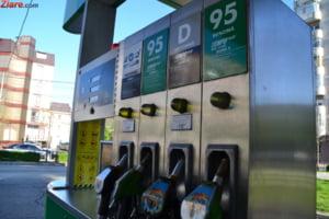 Anomalia de la pompa: Pretul benzinei scade cu greu, dar creste vertiginos
