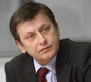 Antonescu: Basescu si PDL imprumuta bani pe care ii consuma ei