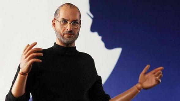 Apple ii ameninta cu instanta pe producatorii jucariei Steve Jobs