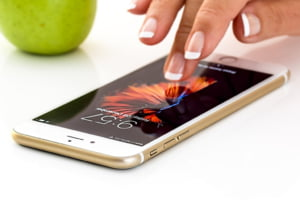 Apple isi deschide propria firma in Romania