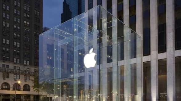 Apple sta pe un munte de cash, dar se imprumuta masiv. Ce se ascunde in spatele strategiei