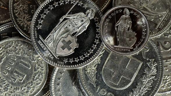 Aprecierea francului, o surpriza de proportii. Ce efecte are?