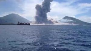 Aproape 1.500 de persoane au fost evacuate din calea eruptiei unui vulcan de pe o insula tropicala