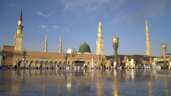 Arabia Saudita va emite in premiera vize turistice si va relaxa codul vestimentar pentru femeile straine