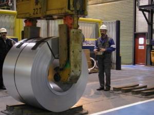 ArcelorMittal Roman isi inchide pentru trei saptamani toate sectiile de productie