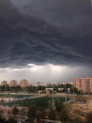 Asigurarea obligatorie a locuintei ar putea acoperi si pagubele produse de furtuni. Dar asta ar insemna sa fie mai scumpa