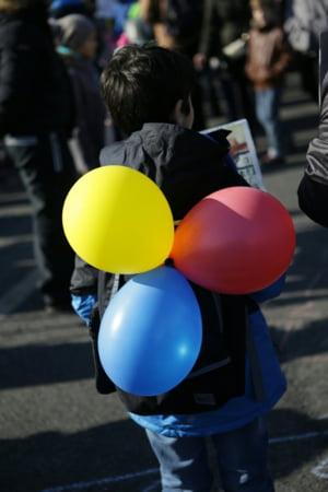 Asociatia Mame pentru Mame: Daca ne luam dupa Olguta Vasilescu, ar trebui anchetat si Ponta pentru ca si-a folosit copiii