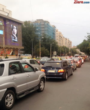 Asociatia de Transport Alternativ ii cere lui Iohannis sa promulge de urgenta Legea Uber