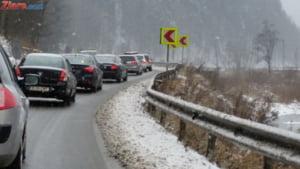 Atentie, soferi! Aglomeratie pe multe drumuri, iar vremea se inrautateste - UPDATE Trafic feroviar blocat de un copac cazut