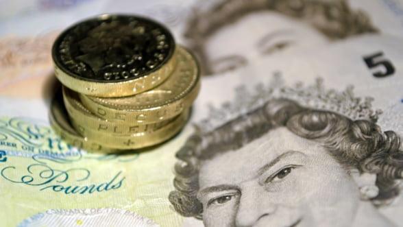 Aterizare fortata pentru lira sterlina: La casele de schimb din aeroporturi valoreaza sub 1 euro