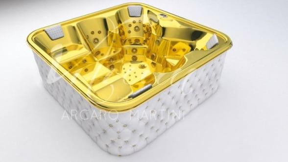 Aur, piele si cristale Swarovski? Nu este o bijuterie, ci o cada