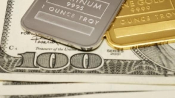 Aur vs. platina: Ce metal pretios va depasi primul pragul de 2000 de dolari/ uncie?