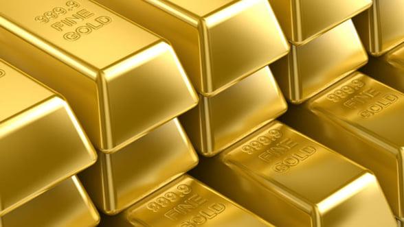 Aurul ramane refugiu pentru investitori. Pretul ar putea depasi 2.000 de dolari
