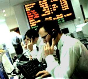 Avans puternic pentru indicii Bursei la mijlocul sedintei, sectorul SIF castiga peste 3%