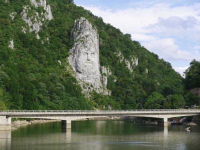 Avem Dunarea, o autostrada care nu va avea niciodata gropi si nu va trebui amenajata. Si nu facem nimic