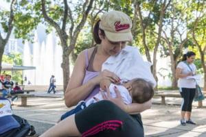 Avertisment OMS si UNICEF: Statele nu reusesc sa stopeze marketingul daunator al inlocuitorilor laptelui matern
