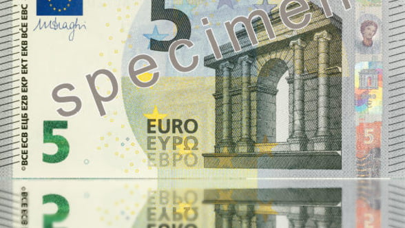 BCE pregateste noua serie de bancnote euro. Cum arata hartia de 5 euro