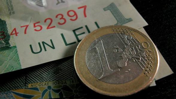 BCR: Cursul va reveni la valoarea de 4,47 lei/euro peste un an