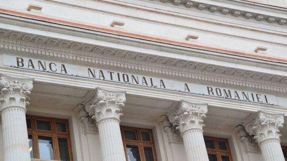 BNR: Reamplificarea presiunilor asupra ratei de schimb este foarte posibila, din cauza deficitelor