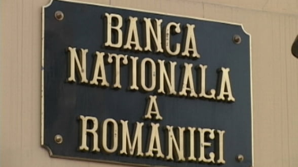 BNR renunta sa protejeze leul. Suma cu care imprumuta bancile, majorata la 6 miliarde lei