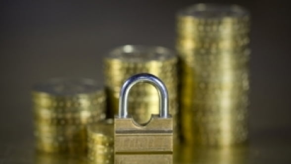 BNR renunta sa protejeze leul. Suma cu care imprumuta bancile, majorata