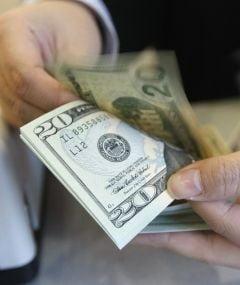 BRI limiteaza creditarea excesiva si bonusurile bancherilor