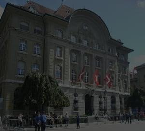 """Banca Elvetiei continua """"lupta"""" contra aprecierii francului"""