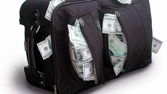 Bancile ne vor economiile, dar ne ofera dobanzi de doi lei. Ce prevad specialistii