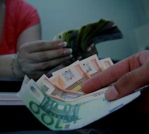 Bancile reiau competitia pe creditele de consum in euro