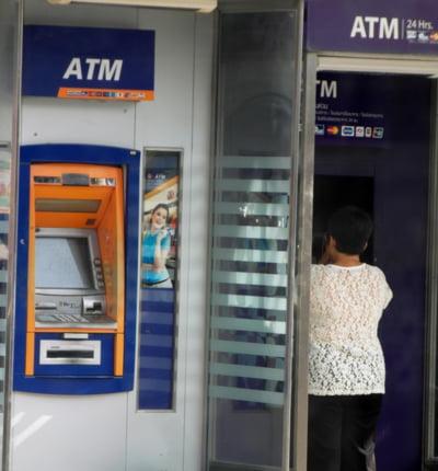 Bancomatele din Europa sunt jefuite sistematic de milioane de euro de catre o banda de hackeri