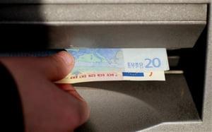 Bani furati din bancomate cu doar un memory stick