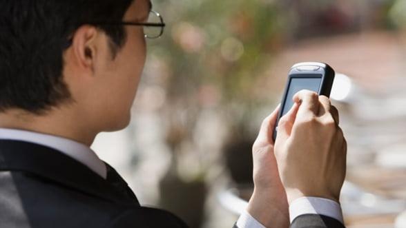 Bankingul se muta in zona de mobile: Credite instant, prin SMS