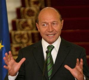Basescu: Am incredere in echipajul navei Romania si o voi duce linistita in port dupa furtuna