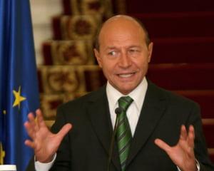 Basescu: Am un sentiment de revolta ca la Eximbank nu se aplica Legea salarizarii unice