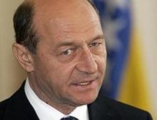 """Basescu: Din criza economica iesi """"mai sanatos sau in metastaze"""""""