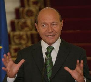 Basescu: FMI ne apara de populism