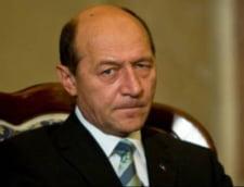 Basescu: Ideea ''electoratei'' a plecat de la BNR; Banca Nationala sa paraseasca linia de a fi controlata de un Guvern corupt