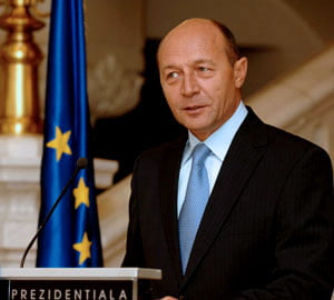 Basescu: Romania nu poate sa iasa din criza prin eforturi proprii
