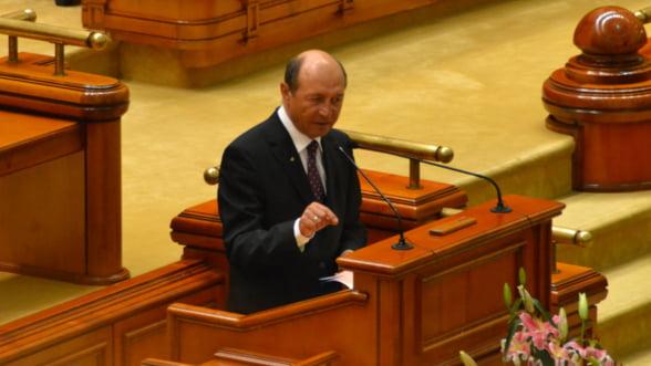Basescu: Romania trebuie sa adopte moneda euro in 3-4 ani